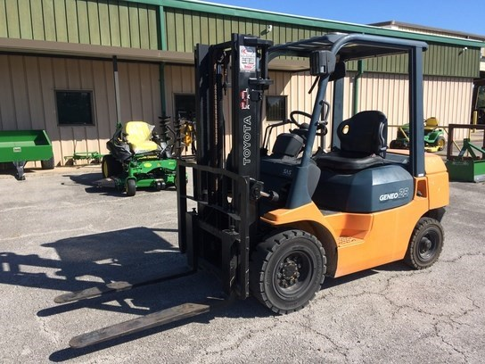 Toyota GENEO 25 Lift Truck/Fork Lift For Sale