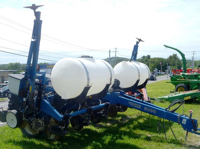 2004 Kinze 3000 Planter For Sale