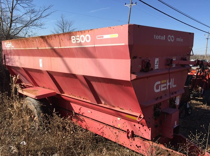 Gehl 8500 TMR Wagon Feeder Wagon-Portable For Sale