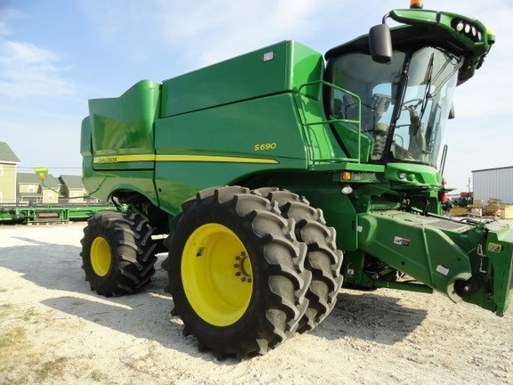 2017 John Deere S690 Combine For Sale