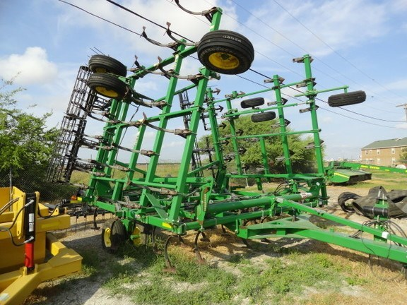 2013 John Deere 2210 Field Cultivator For Sale