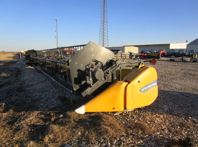 2014 New Holland 740CF Header-Auger/Flex For Sale