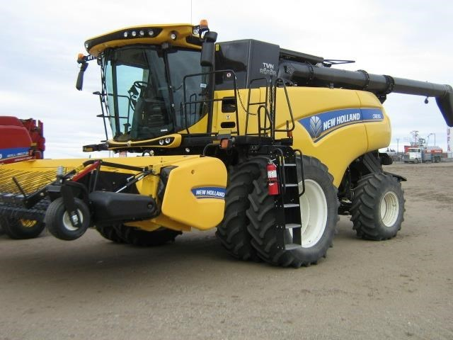 2017 New Holland CR8.90 Combine For Sale