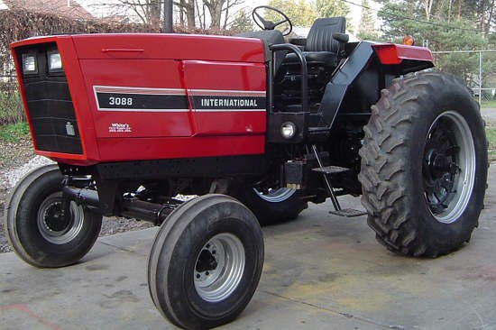 1982 IH 3088 Tractor For Sale