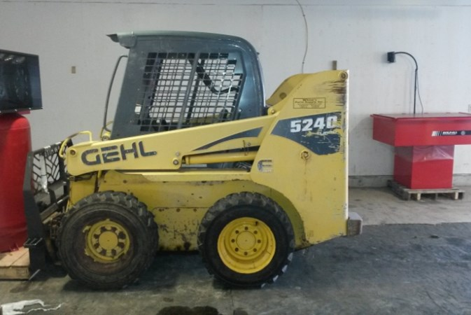 2010 Gehl SL5240 Skid Steer For Sale