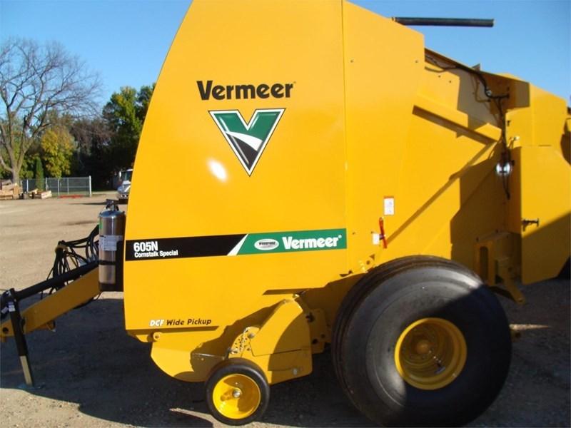 2021 Vermeer 605N CORNSTALK SPECIAL Image 2