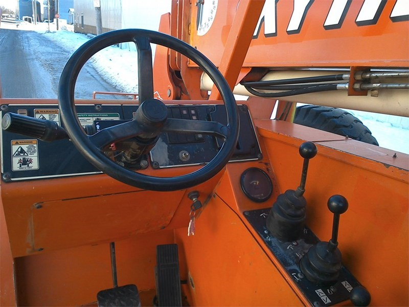 2003 Sky Trak 8042 Image 4
