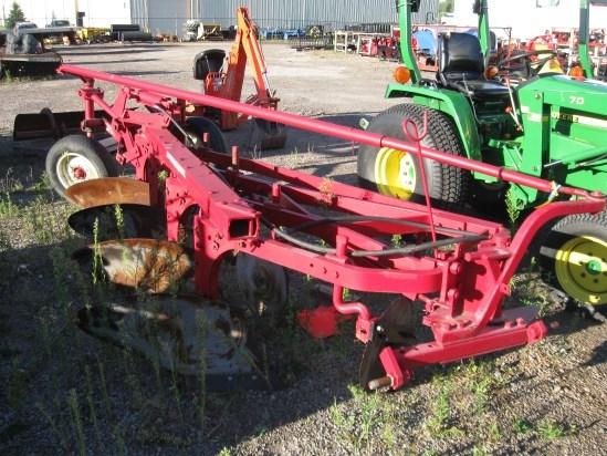 International 540 Plow-Moldboard For Sale