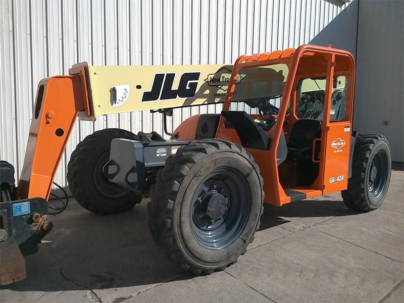2007 JLG G6-42A Image 2