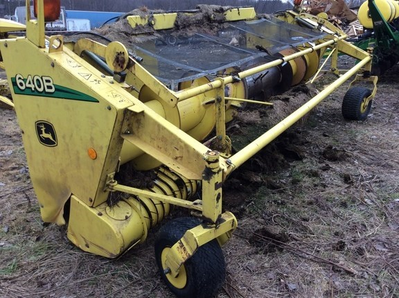 2006 John Deere 640B Forage Head-Windrow Pickup For Sale