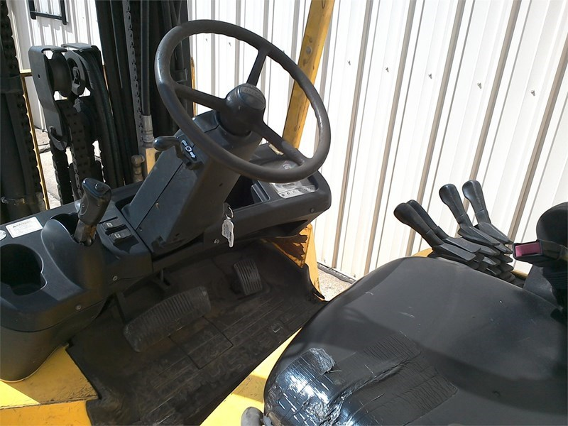 2004 Hyster S80XM Image 4