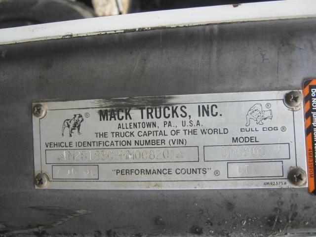 1992 Mack DM690S Image 27