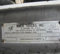 1992 Mack DM690S Thumbnail 27