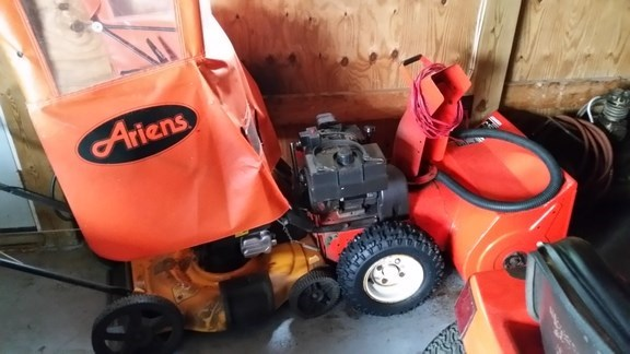 1992 Ariens ST1028 Snow Blower For Sale