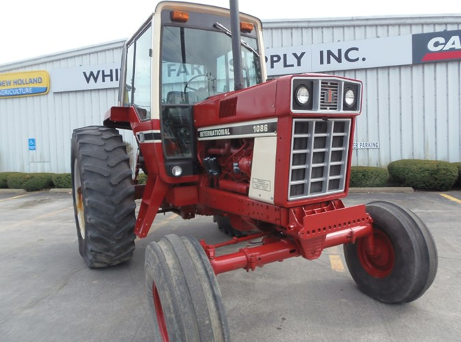 1977 IH 1086 Tractor For Sale