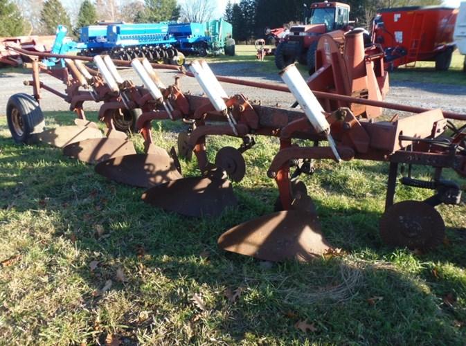 IH 720-5BOTTOM PLOW Tillage For Sale