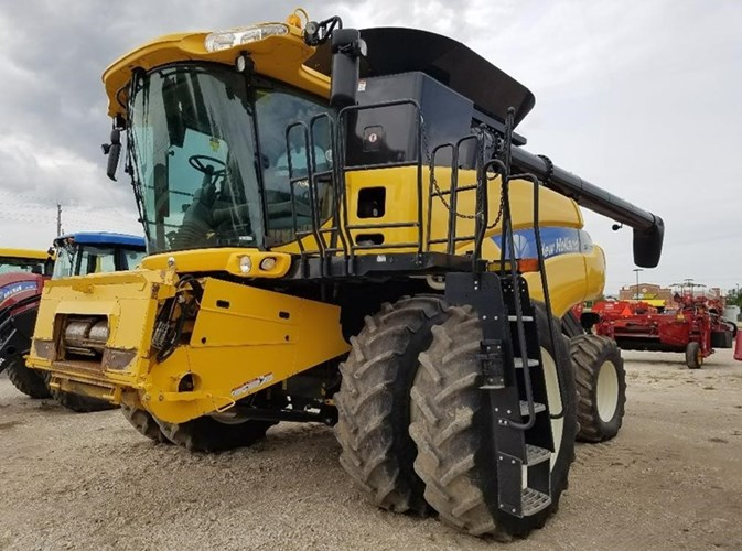 2011 New Holland CR9060 Combine For Sale