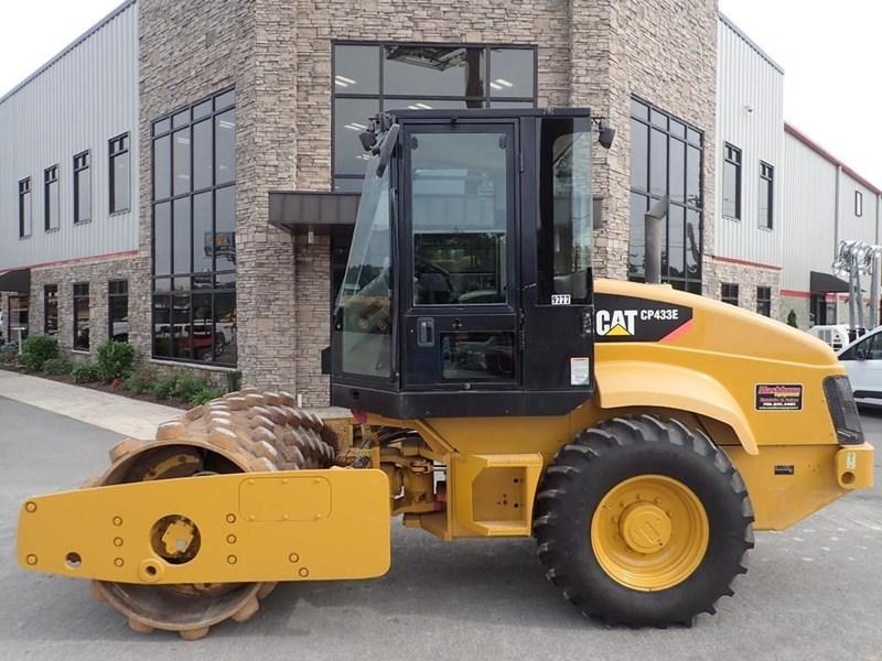 2007 Caterpillar CP-433E Image 2
