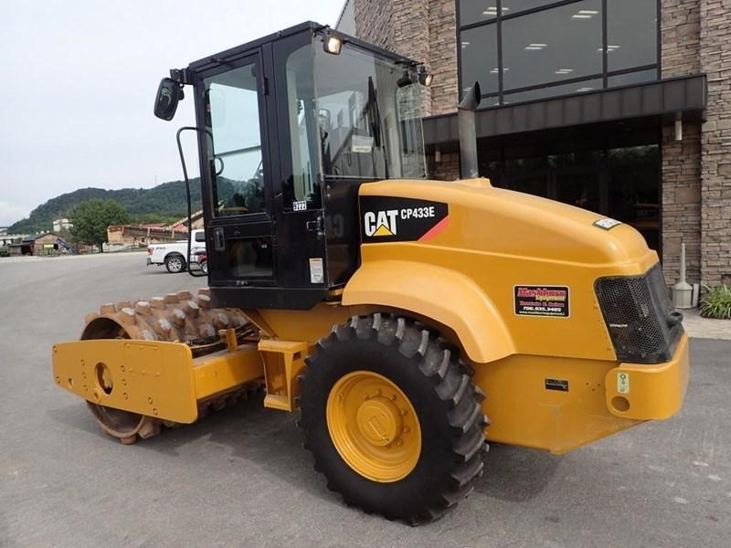 2007 Caterpillar CP-433E Image 3