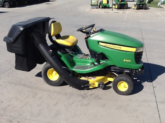 2008 John Deere X300 Riding Mower For Sale