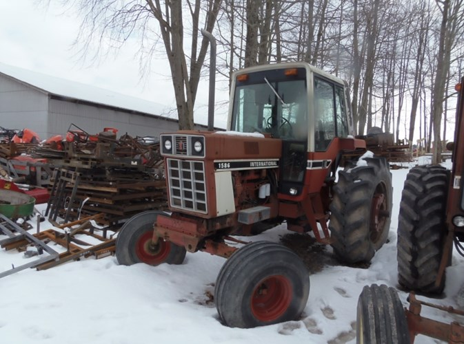 IH 1586 Tractor For Sale