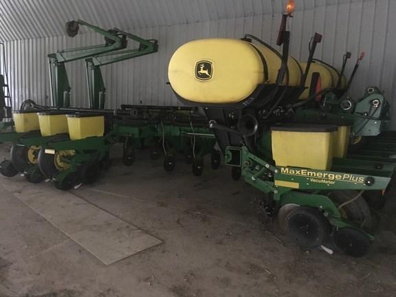 2001 John Deere 1770 Planter For Sale