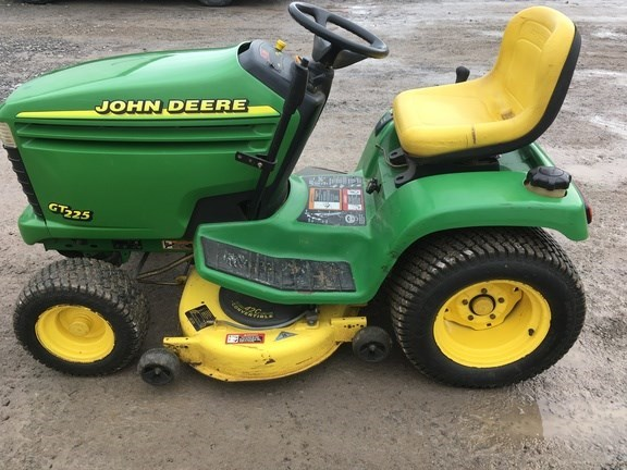 1999 John Deere GT225 Riding Mower For Sale