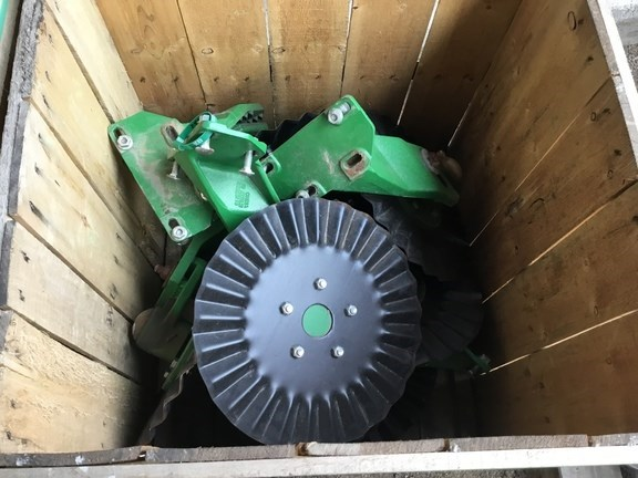 2015 John Deere QTY-8 -   25WAVE NO TILL-COULTERS Image 1