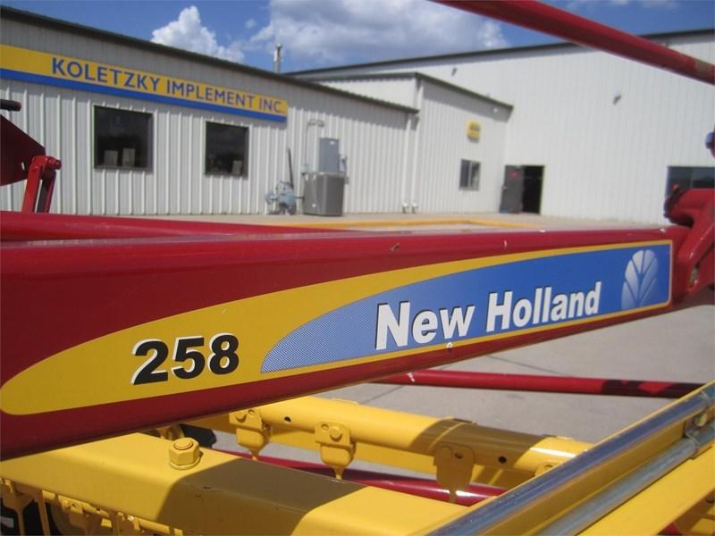New Holland 258 Image 6
