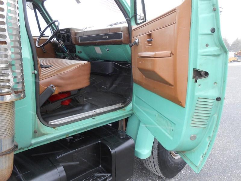 1988 GMC 7000 Image 14