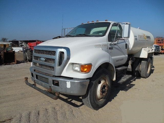 2006 Ford F750 XL Image 1