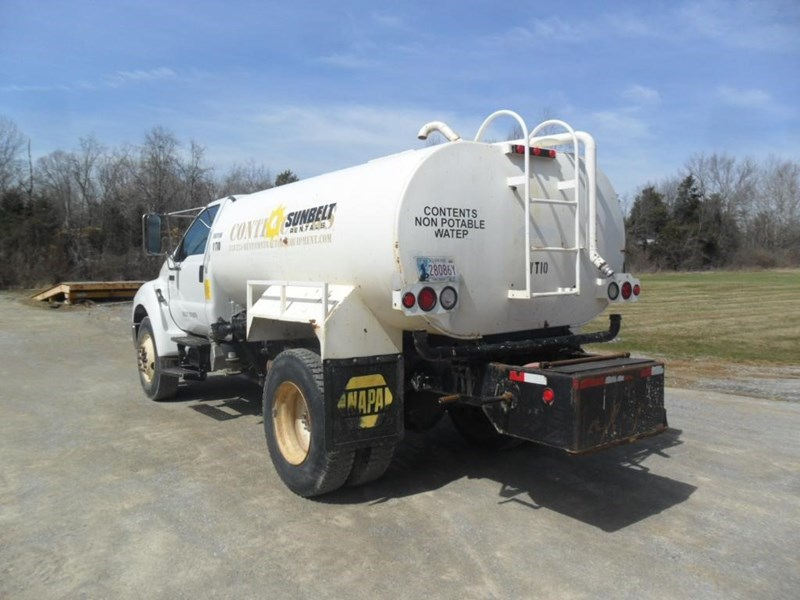 2006 Ford F750 XL Image 3