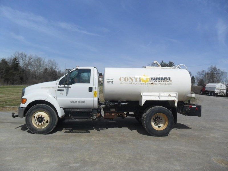 2006 Ford F750 XL Image 4
