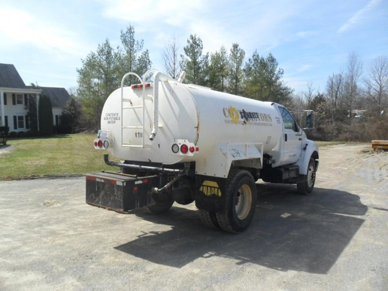 2006 Ford F750 XL Image 5