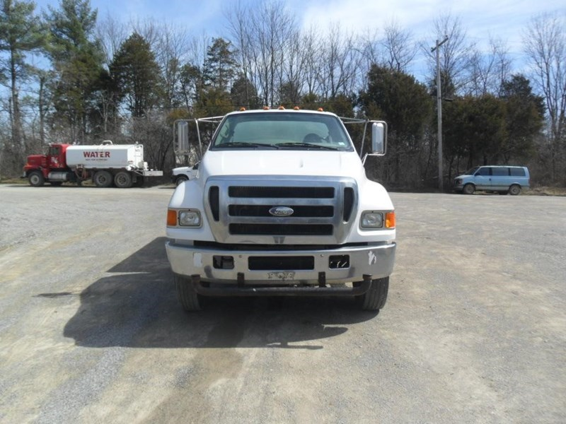 2006 Ford F750 XL Image 7
