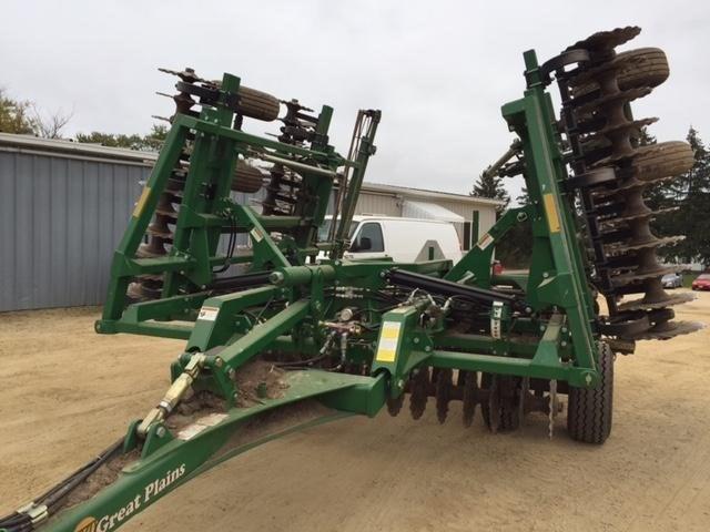 2017 Great Plains 2400TM Image 2