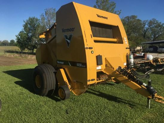 2016 Vermeer 605N Select Baler-Round Oak Grove Louisiana