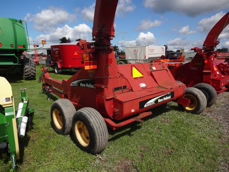 New Holland FP230 Image 4