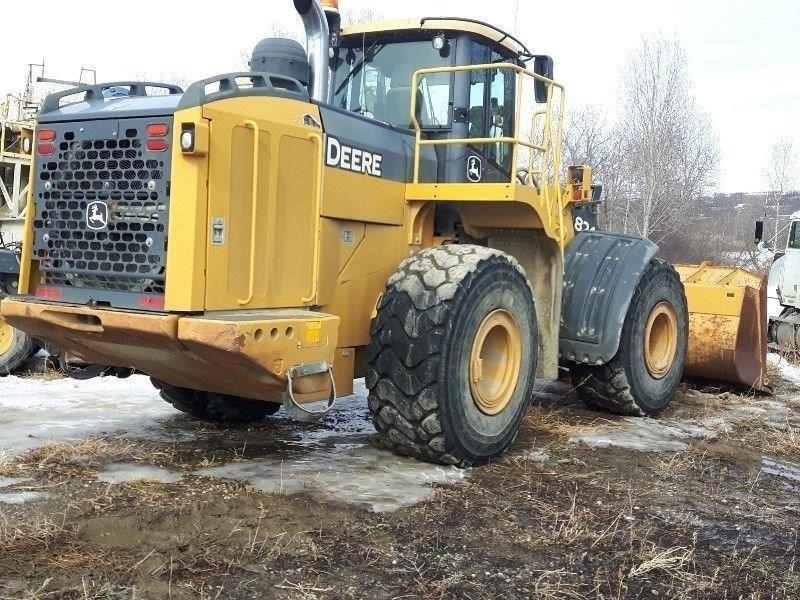 2011 John Deere 824K Image 4