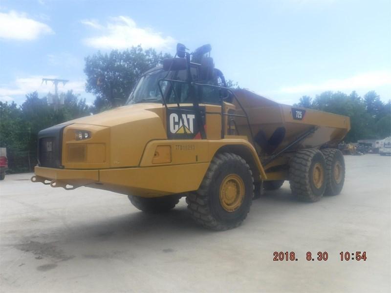 2014 Caterpillar 725C Image 9