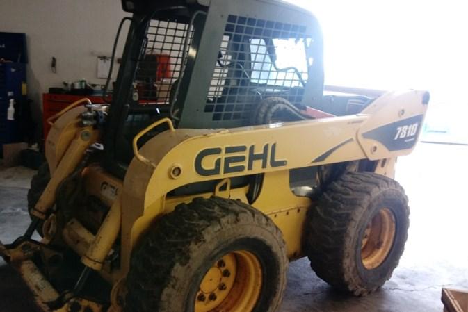 2004 Gehl SL7810 Skid Steer For Sale