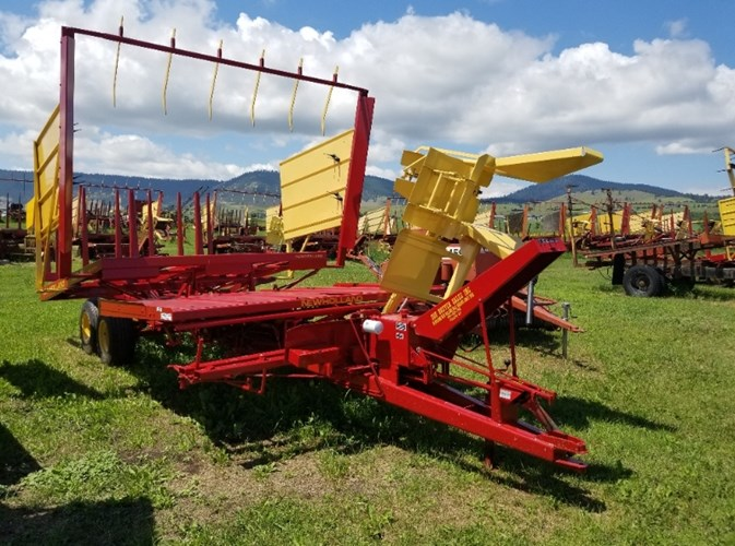 1990 New Holland 1037 Bale Wagon-Pull Type For Sale