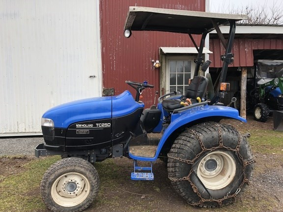 2004 New Holland TC25D Tractor - Compact Utility For Sale