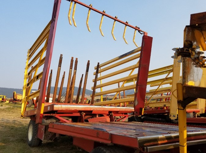 New Holland 1063 Bale Wagon-Pull Type For Sale