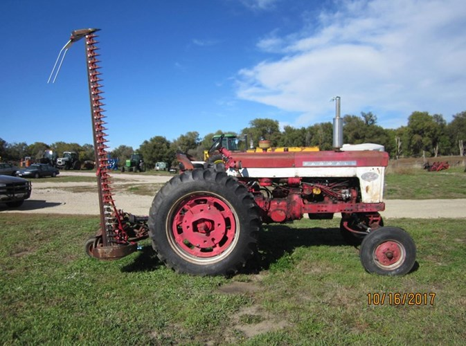 International 560 Tractor For Sale