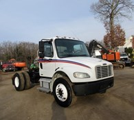 2005 Freightliner BUSINESS CLASS M2 106 Thumbnail 2