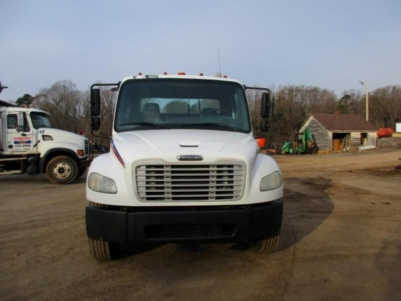 2005 Freightliner BUSINESS CLASS M2 106 Image 3