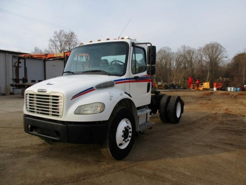 2005 Freightliner BUSINESS CLASS M2 106 Image 4