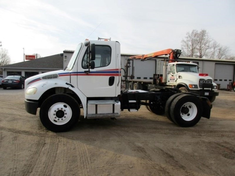 2005 Freightliner BUSINESS CLASS M2 106 Image 5