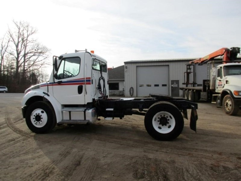 2005 Freightliner BUSINESS CLASS M2 106 Image 6